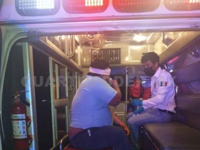 Fallece motorista al estrellarse contra poste
