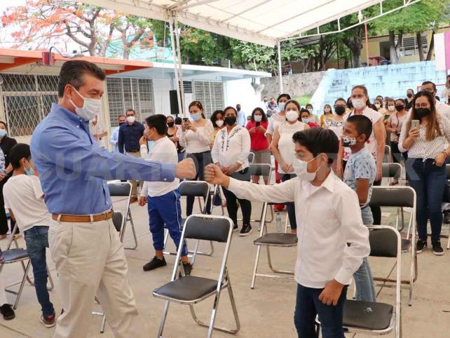 """Inaugura Escuela """"José María Morelos y Pavón"""" en Tuxtla"""