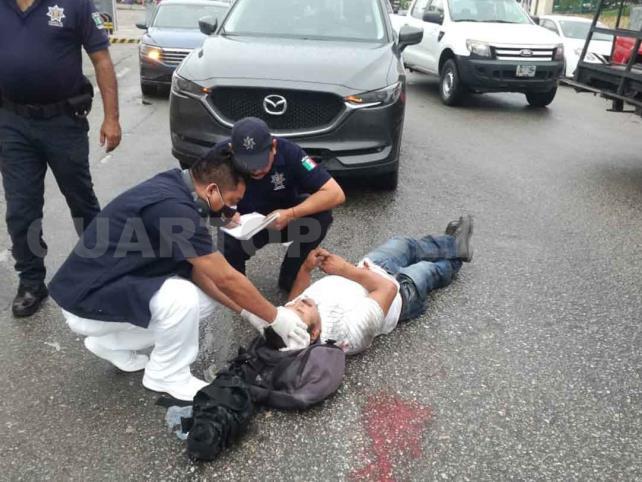Motociclista es arrollado por Jetta; fue hospitalizado