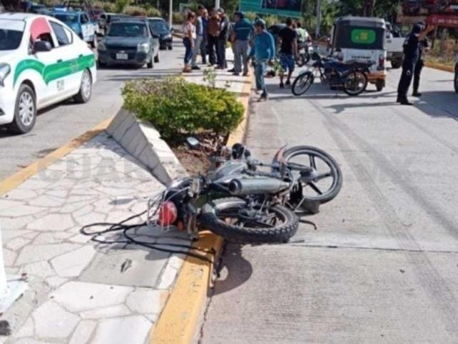 Derrapó su motocicleta y resulta con lesiones