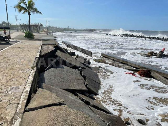 Fenómeno de mar de fondo causa daños en malecón