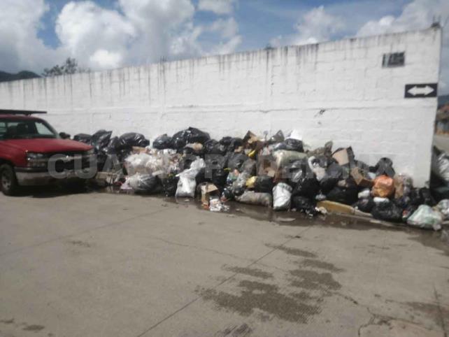 Continúa paro de labores de trabajadores de limpia
