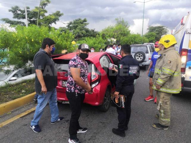 Dos mujeres lesionadas en aparatosa carambola