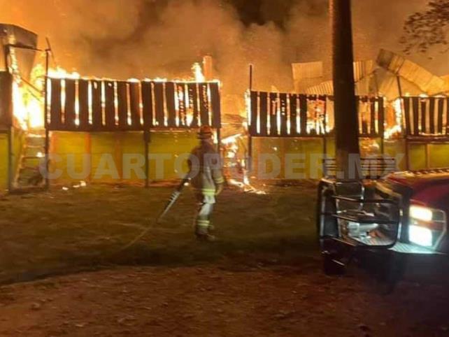 Voraz incendio consume nueve locales en SCLC