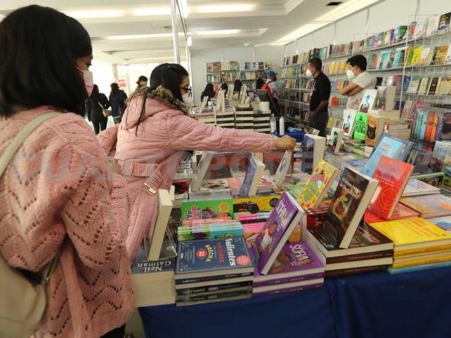 UNAM organiza feria del libro