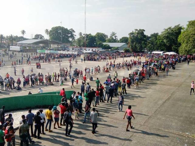 Miles de migrantes se concentran en Tapachula