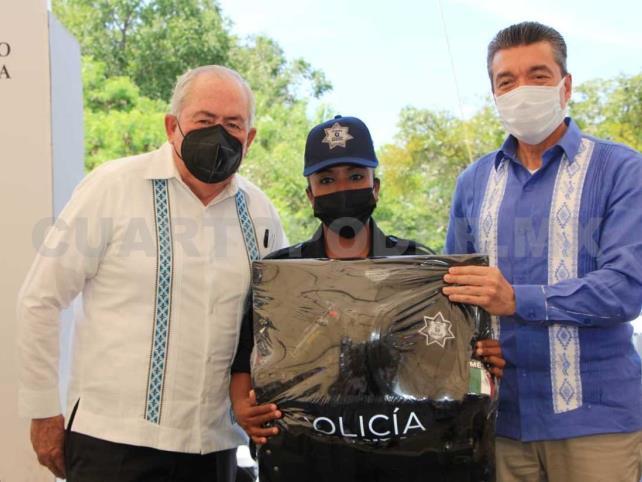 Escandón y Leonel Cota encabezan entrega de patrullas