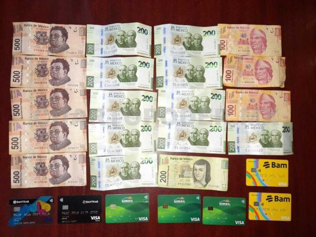 Detienen a chapín con varias tarjetas bancarias